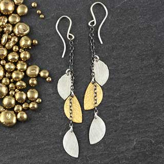 Tiny Half Moon Chain Earring (e-hmt4)