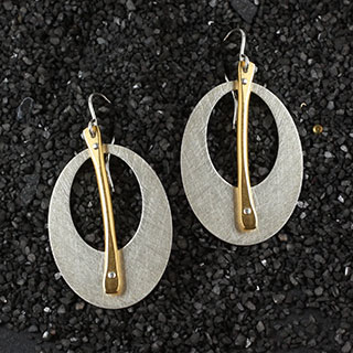 Punched Oval with Stick Earring (e-u090)