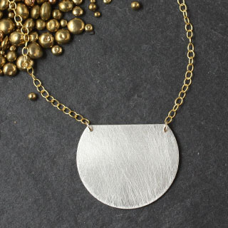 Large Trimmed Disc Necklace (n-d200)