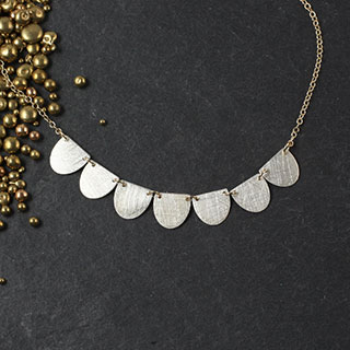 Seven Small U Necklace (n-u007)