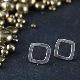 Tiny Hammered Square Post Earring (p-btsh)