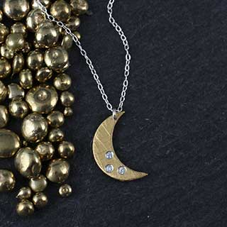 Sm Crescent Moon Necklace with 3 CZ (n-fc3s)