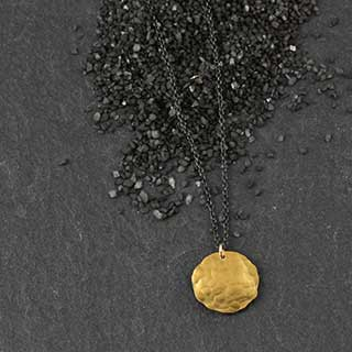 Hammered Disc Necklace:#2 (n-hd02)