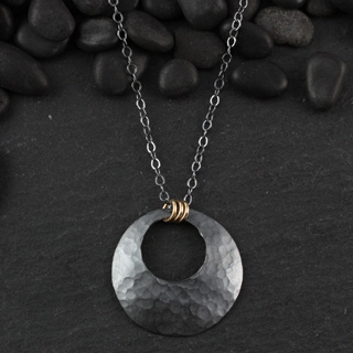 Hammered Open Disc Necklace (n-hd3l)