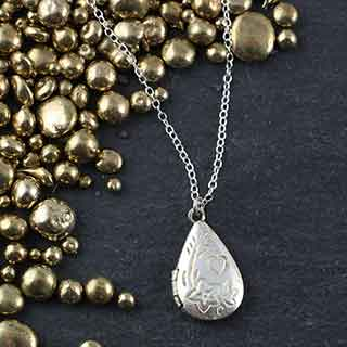 Small Pear  Floral Locket Necklace: no pearl (n-sl0p)