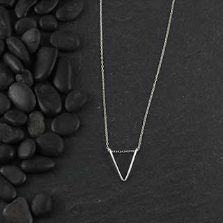 Wire Chevron Necklace (n-wiv0)
