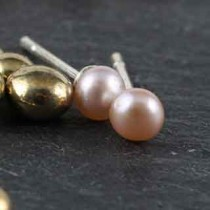 Simple Post Earring: Med Pearl